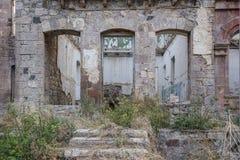Le mur de la vieille construction effondrée Image stock