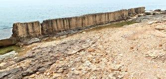 Le mur de mer de Phoenecian chez Batroun, Liban Photographie stock libre de droits
