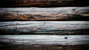Le mur des rondins ronds et vieux Photo stock