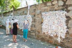 Le mur du désir, les gens accrochent demander de notes photos libres de droits