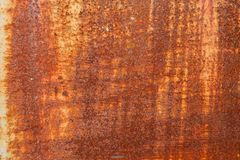 Le mur en métal est fond de rouillement photos libres de droits