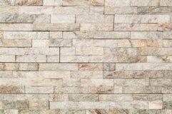 Le mur en pierre brun clair de Brownor couvre de tuiles la texture Images stock