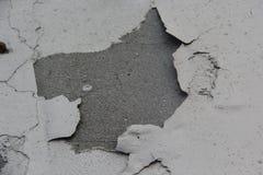 Le mur est fendu peint Vu pour cimenter la base Peut employer pour le fond image stock