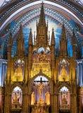 Le mur fleuri derrière l'autel dans le Notre Dame Cathedral dedans images stock