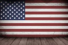 Le mur intérieur et le drapeau en bois des Etats-Unis de floorwith conçoivent Images libres de droits