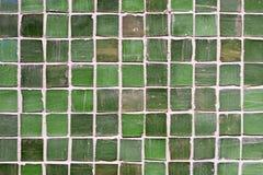 Le mur vert couvre de tuiles le fond de texture de porcelaine décoration à la maison intérieure de beau style Images libres de droits