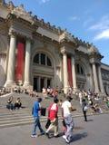 Le Musée d'Art métropolitain, le pantalon rencontré et de fléchissement, Manhattan, New York City, NY, Etats-Unis Image stock