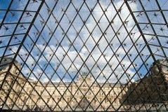 Le musée d'auvent et la pyramide Photos libres de droits