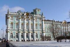 Le musée d'ermitage en hiver. Image libre de droits