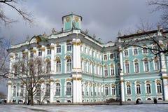 Le musée d'ermitage en hiver. Photo libre de droits