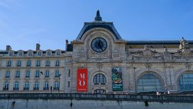Le musée par la Seine image libre de droits