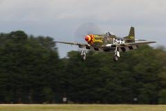 Le mustang Frenesi de P-51D débarque à l'air international royal Tatto Photographie stock libre de droits
