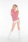Le mutandine rosse e bianche bionde sexy della camicia mettono Fotografia Stock Libera da Diritti