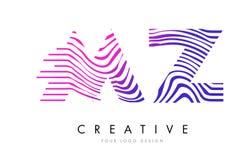 Le MZ M Z Zebra Lines Letter Logo Design avec des couleurs magenta Photographie stock
