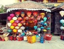 Le négociant de lanterne en Hoi An image libre de droits