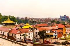 Le Népal coloré : les temples, les places et les pagodas de Katmandou ont construit dans les traditions commençant comme stupa As Photo stock