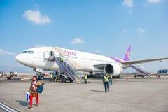 Le Népal - 4 janvier 2017 : : plan de Thai Airways à l'air de Katmandou Photo libre de droits