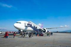 Le Népal - 4 janvier 2017 : : plan de Thai Airways à l'air de Katmandou Image libre de droits