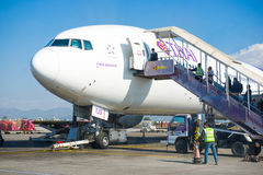 Le Népal - 4 janvier 2017 : : plan de Thai Airways à l'air de Katmandou Photos libres de droits