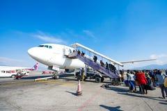 Le Népal - 4 janvier 2017 : : plan de Thai Airways à l'air de Katmandou Image stock