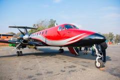 Le Népal - 3 janvier 2017 : : un petit avion à l'aéroport de Pokhara dedans Images stock