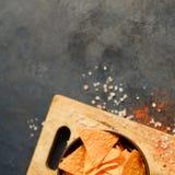 Le nacho de tortilla ébrèche des tranches de chips de fond de nourriture image stock