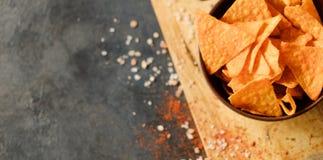 Le nacho de tortilla ébrèche des tranches de chips de fond de nourriture photo libre de droits