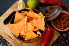Le nacho de tortilla ébrèche des tranches de chips de fond de nourriture image libre de droits
