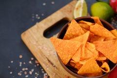 Le nacho frit fait maison de tortilla ébrèche la nourriture épicée photos libres de droits
