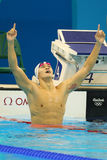 Le nageur olympique Yang Sun de champion de la Chine célèbre la victoire après la finale de style libre du ` s 200m des hommes de Images libres de droits