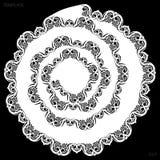 Le napperon de papier de rond de dentelle, spirale de dessin, l'élément de salutation, laser a coupé le calibre, napperon pour dé images stock