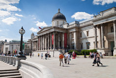 Le National Gallery dans le grand dos de Trafalgar de Londres Images stock