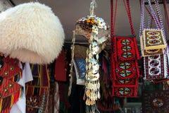 Le ` national s d'hommes et la tête du ` s de femmes s'habillent Sacs décoratifs faits main Photos libres de droits
