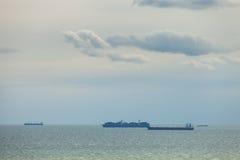 Le navi da carico nel mare Fotografia Stock
