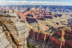 Le navi da guerra dell'arenaria sono allineate in porto in Grand Canyon dell'Arizona immagini stock libere da diritti