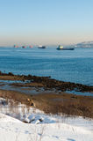 Le navi in Kola Bay nell'inverno Immagini Stock