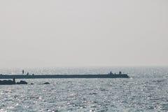 Le navi marine fuori stanno pescando Immagini Stock Libere da Diritti