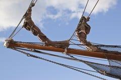 Le navi si piegano con sartiame e reti Fotografie Stock