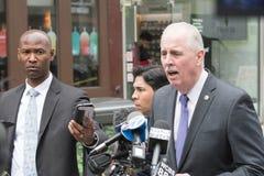 Le ` Neill, commissaire de James O de NYPD s'adresse à des journalistes Photos stock