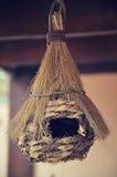 Le nid de l'oiseau accrochant Photo libre de droits