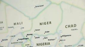 Le Niger sur une carte avec Defocus banque de vidéos