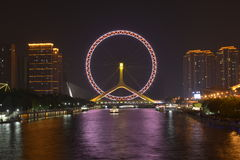 Le nightscape de l'oeil de Tianjin Photographie stock