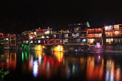 Le nightscape de ville antique de Fenghuang Image stock