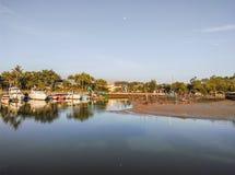 Le niveau d'eau laissé tomber à la marina Photographie stock libre de droits