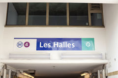 Le nom de la station de métro à Paris 09/06/2016 Images stock