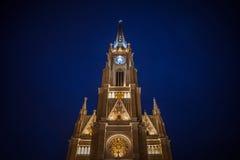 Le nom de Mary Church, également connu sous le nom de cathédrale catholique de Novi Sad pendant la soirée Photo stock