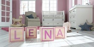 Le nom lena écrit avec les cubes en bois en jouet chez la pièce du ` s des enfants Photos libres de droits
