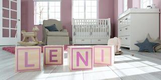 Le nom Leni écrite avec les cubes en bois en jouet chez la pièce du ` s des enfants Images libres de droits