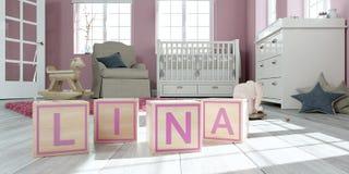 Le nom Lina écrite avec les cubes en bois en jouet chez la pièce du ` s des enfants Photo stock