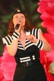 Le nombre musical de danse avec un thème nautique a exécuté par les acteurs de la troupe du théâtre de variétés de St Petersburg Photographie stock libre de droits